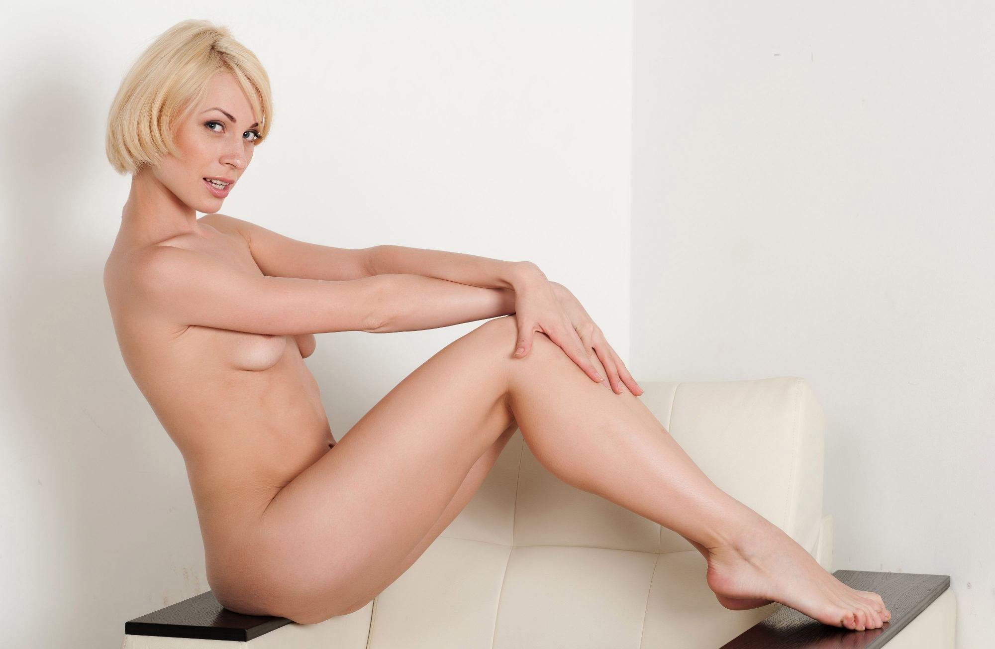 Фото блондинок с каре порно, Голая блондинка со стрижкой по каре 11 фотография