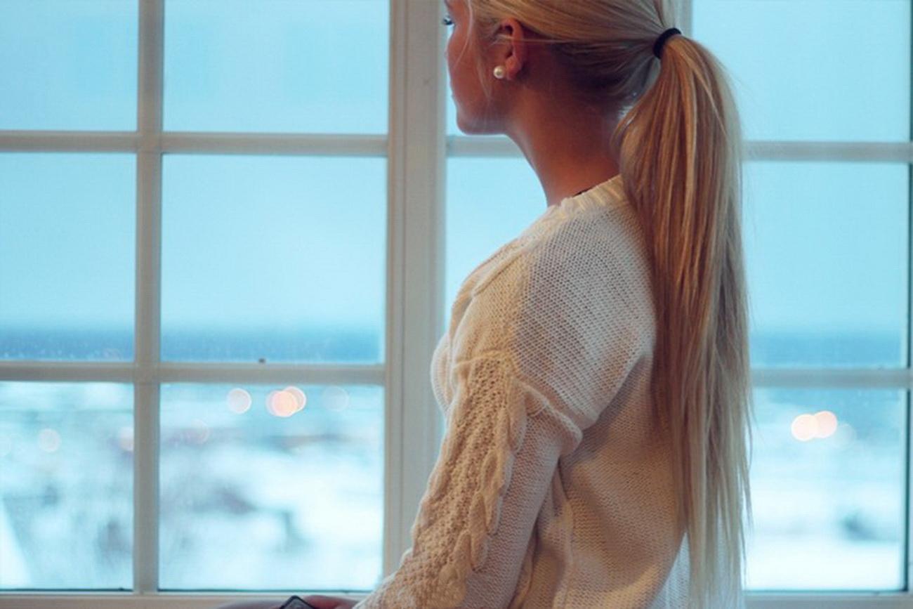 Красивые фото блондинок со спины на аву зимой