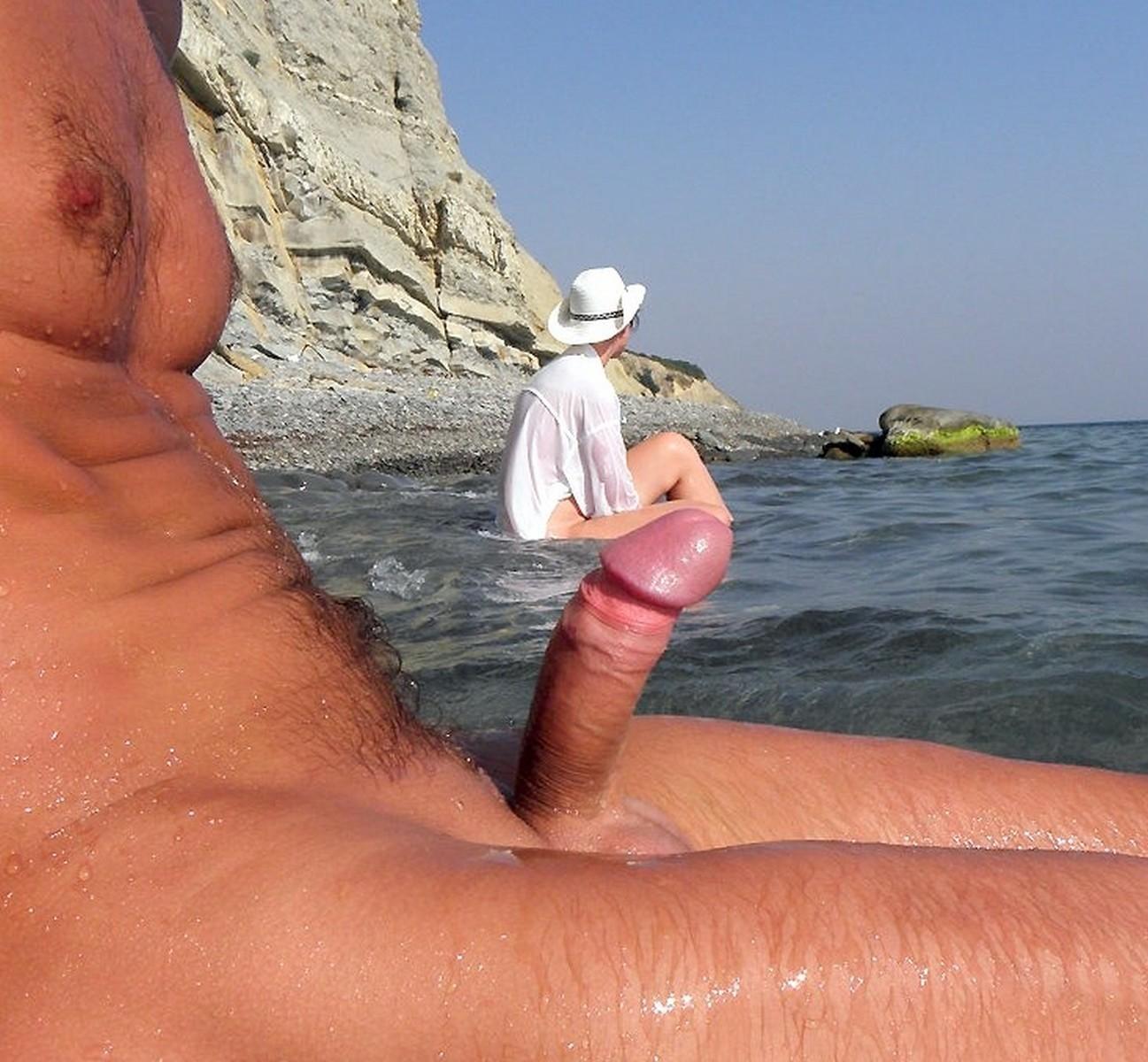 chleni-na-nudistskom-plyazhe
