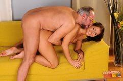 горячее порно со стариками обнял