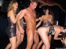Трахают в клубах видео фото 488-972